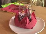 Hogyan hajtogassunk papírszalvétából tavirózsa formájú poháralátétet?