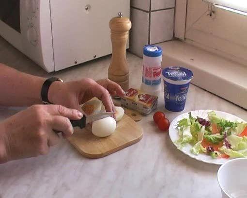 Húsvéti töltött tojás készítése