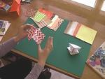 Hogyan hajtsuk meg elsõ origami alakzatunkat? részlet