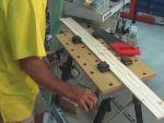 Hogyan munkáljunk meg faanyagot? 1. rész, fűrészelés munkapadon részlet