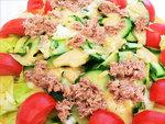 Könnyû nyári saláta készítés részlet