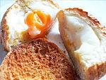 Ünnepi tojásos szendvics reggeli egyszerűen részlet