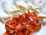 Sajt- és sárgarépa chips készítése