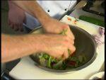 Grillezett pulykamell készítés málnaecetes friss salátaágyon